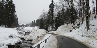 Situation nach Strassenräumung /Avalanche 2017-12-22
