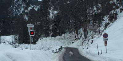 Situation Strasse nach Lawine 22.12.2017/Avalanche 2017-12-22